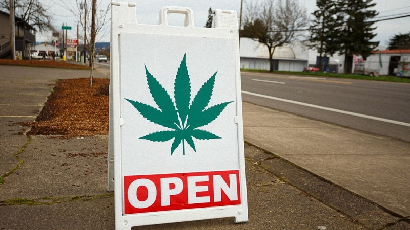 cannabis dispensaries in washington dc with open sign