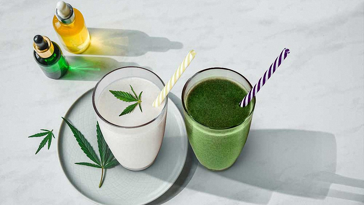 CBD Oil with Hemp Leaves and Smoothies for Weight Loss