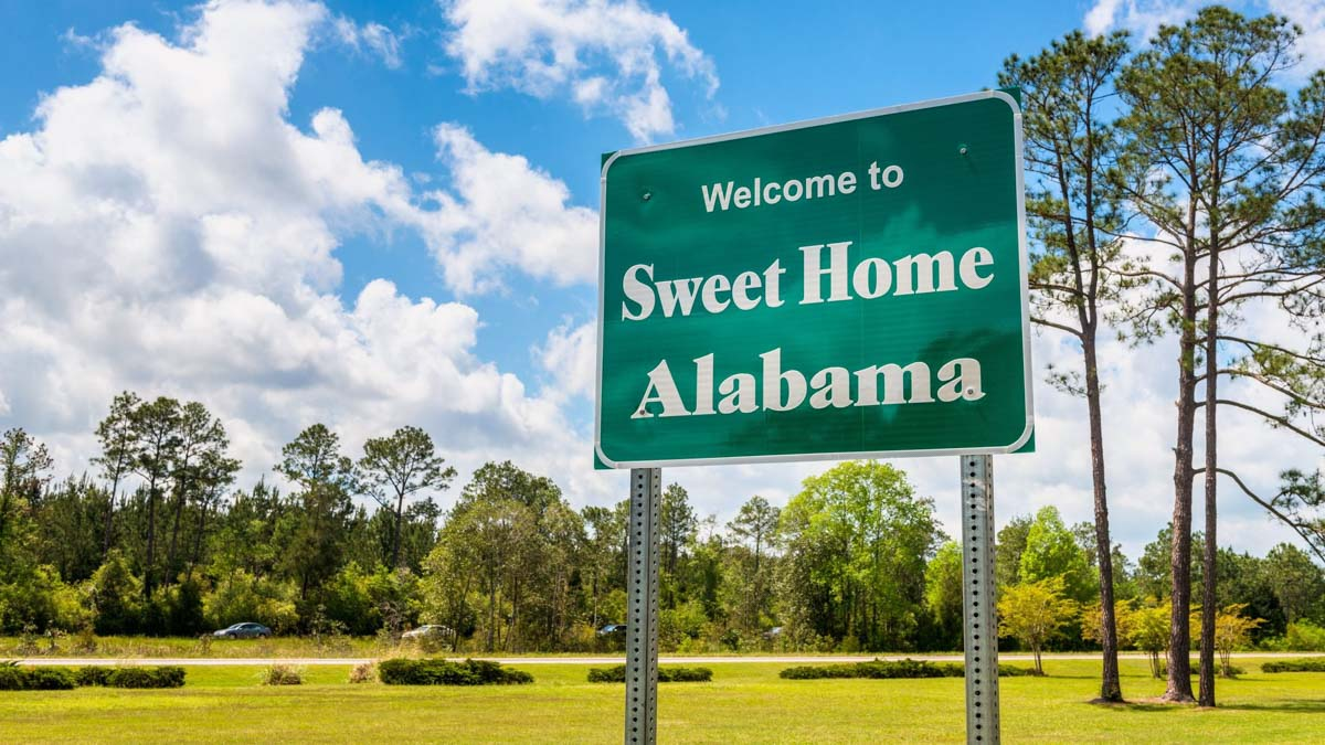 a welcome sign sweet home Alabama
